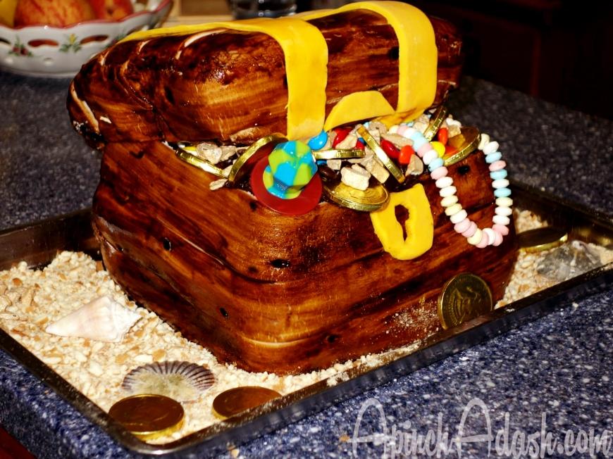 Wooden Treasure Chest Cake Apinchadash.com