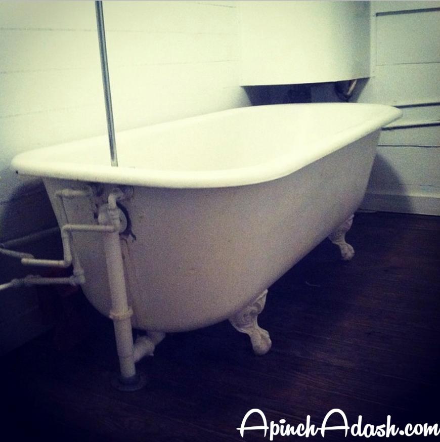 Clawfoot Bathtub apinchadash.com